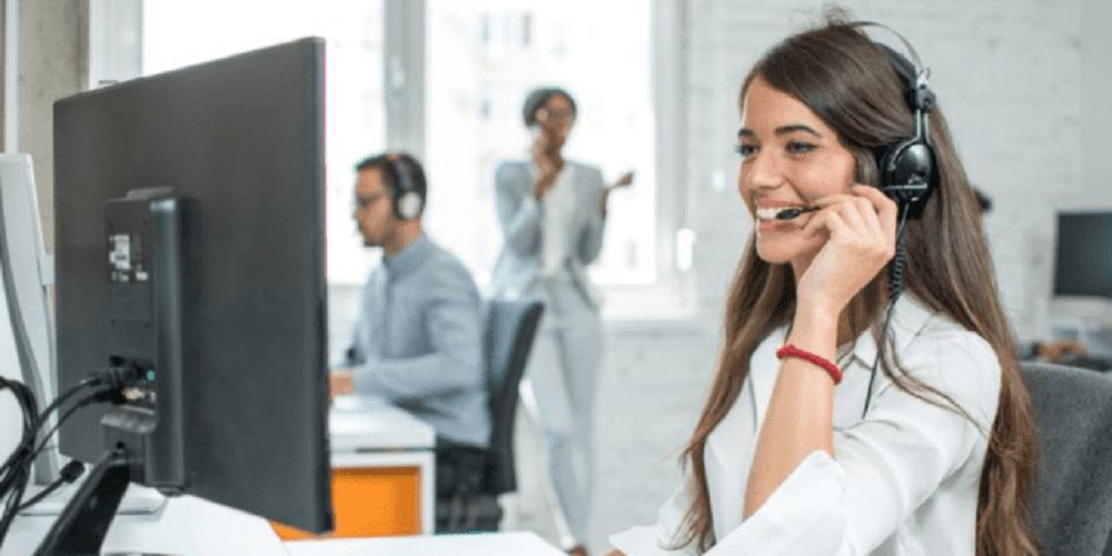 Buscan a 190 trabajadores de teleoperador y atención al cliente en Jerez