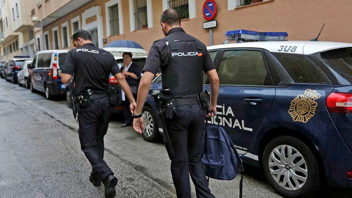 Ataca a una mujer y la tira al suelo para robarle la cartera en Málaga regalos menores favores