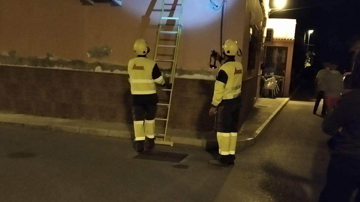 Operarios trabajando en la barriada del Rocío (Jerez de la Frontera) | Foto: Cedida