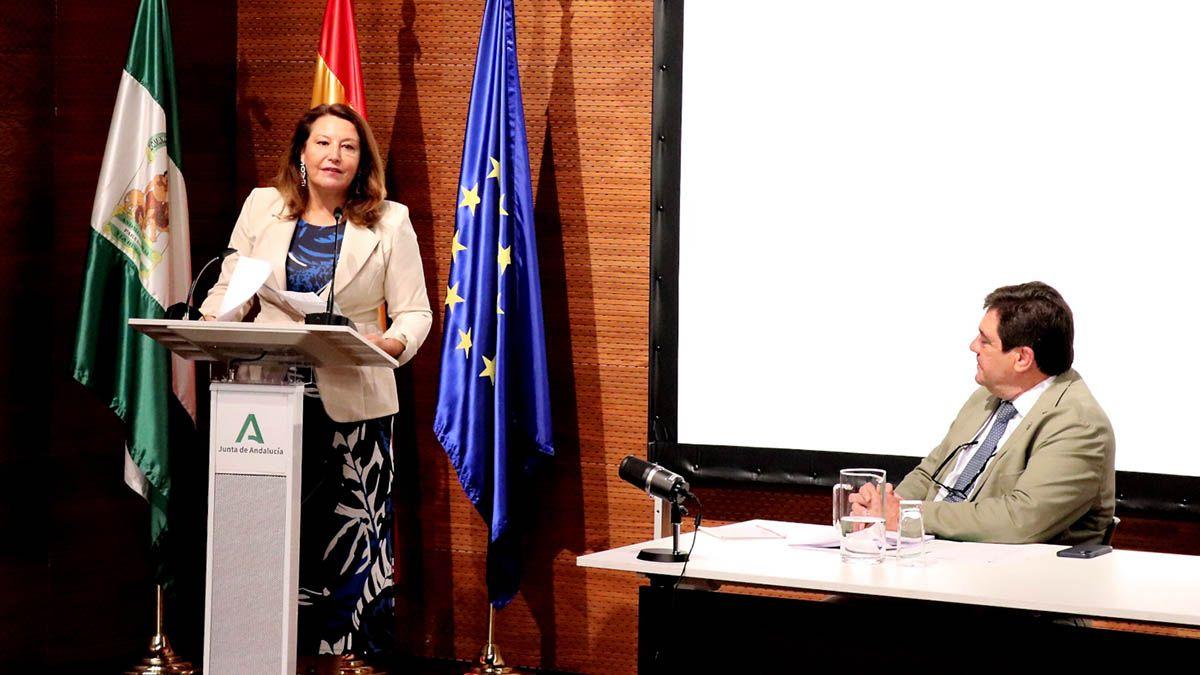 Carmen Crespo presenta en Jaén el primer aforo elaborado por la Junta y anuncia una campaña de promoción basada el carácter saludable de este alimento