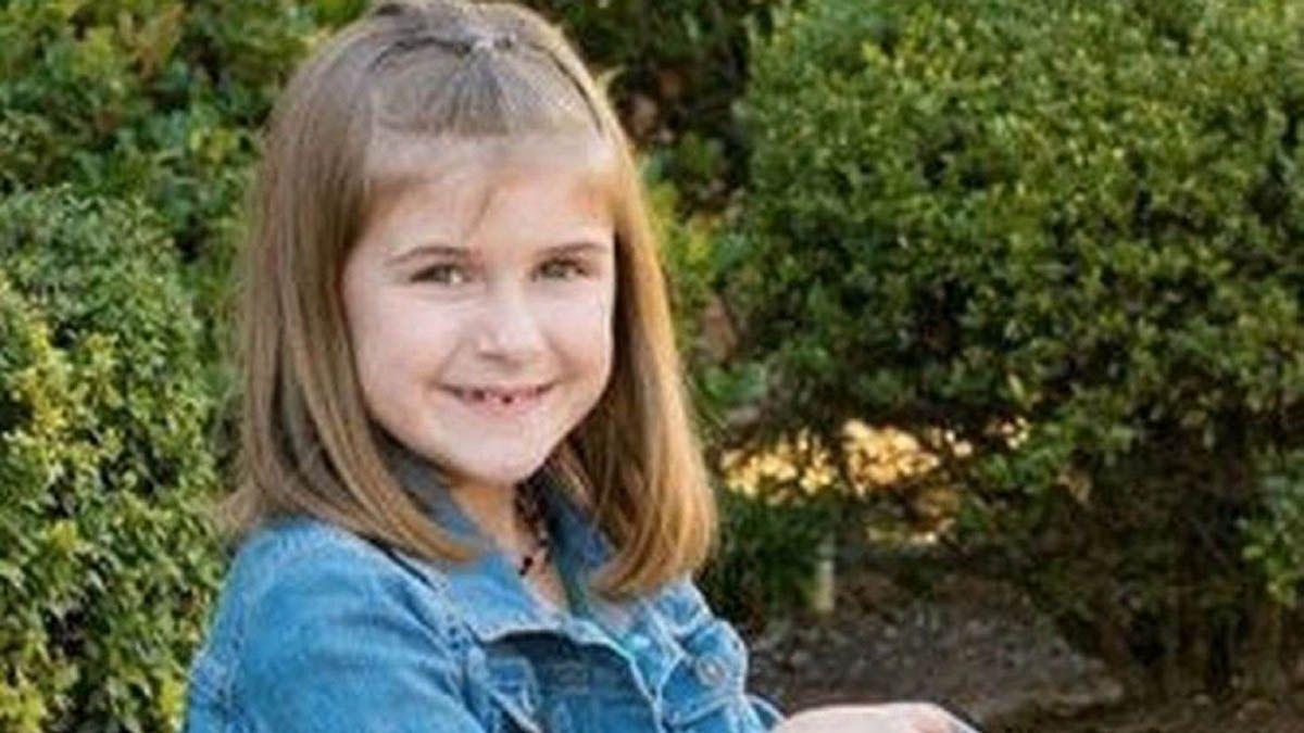 Fallece una niña de 8 años al ser castigada a saltar en un trampolín