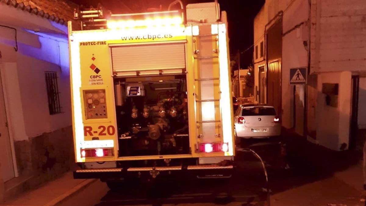 Bomberos incendio paterna perro Algeciras casas
