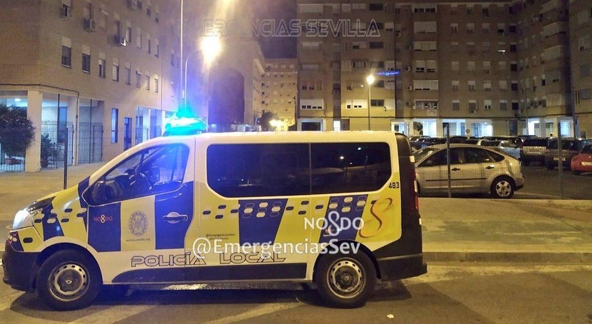 Sevilla botellón Puerto Real desnudo