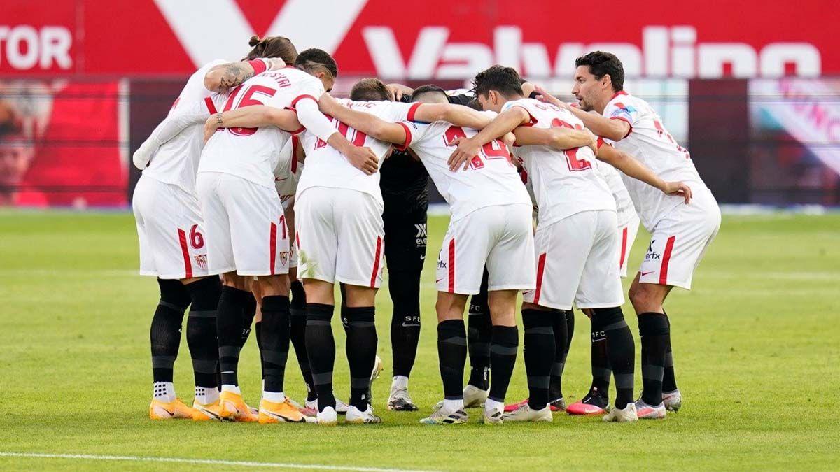 Jugadores del Sevilla FC antes del partido ante el EIbar