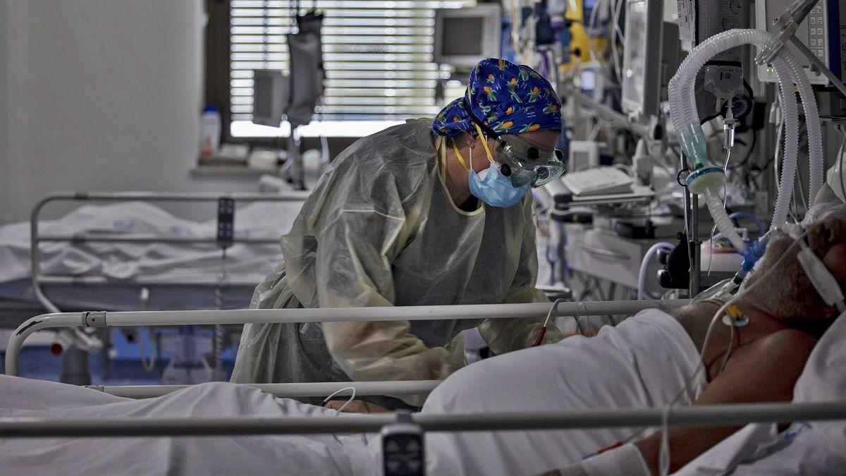 UCI Hospital Coronavirus fallecidos normalidad primavera maratón España hospitalizados Andalucía