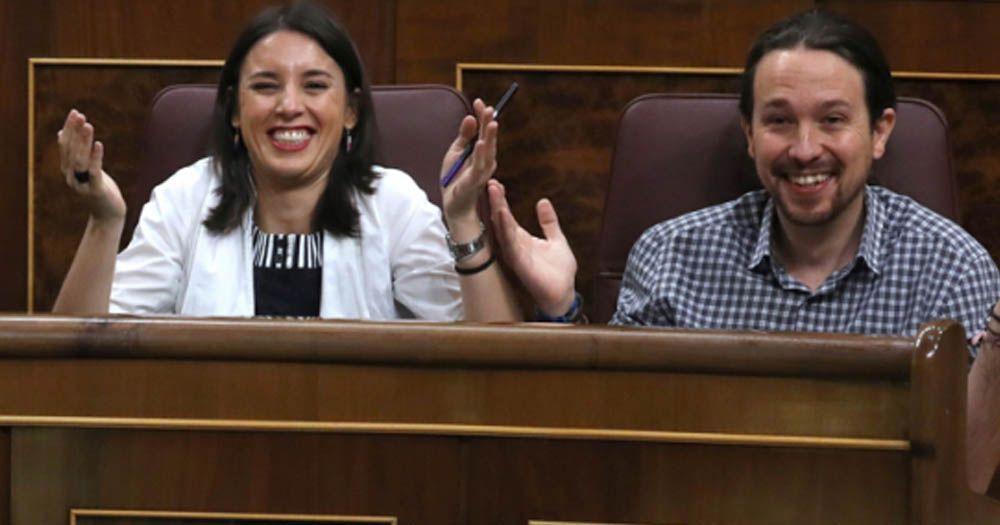 Pablo Iglesias Irene Montero riendo