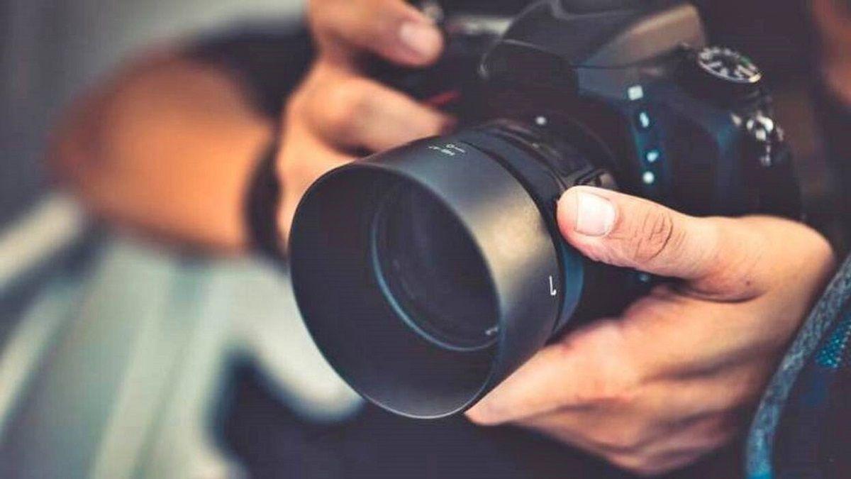 fotógrafo engaña a menor