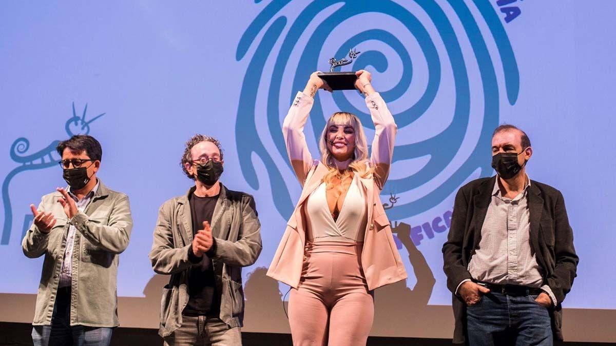 Daniela Santiago premiada por 'La Veneno'